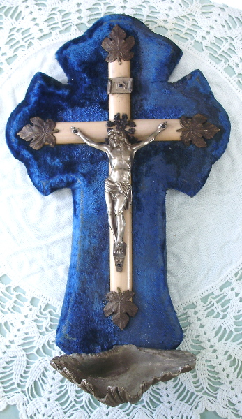 LARGE Antique FRENCH Gothic CRUCIFIX  Royal BLUE VELVET Holy Water Font w/ SHELL Wood Bronze-fontblufour