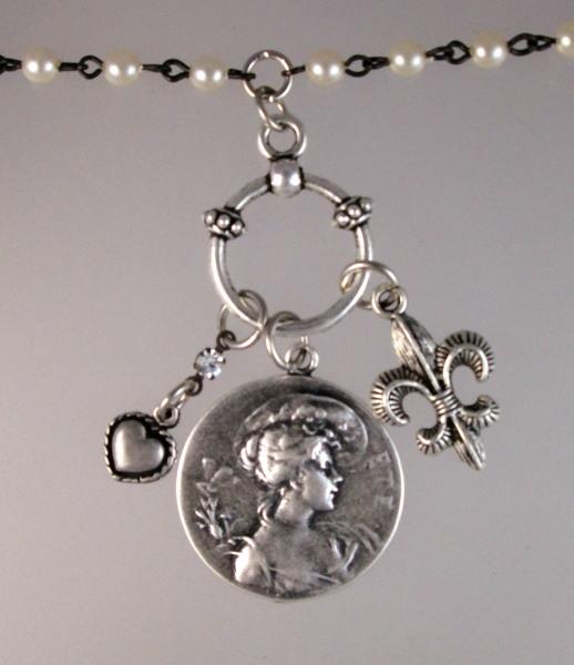 Silver Art Nouveau WOMAN Fleur De Lis HEART-n-3ete Charms Trio PEARL Pendant Necklace-n-3ete