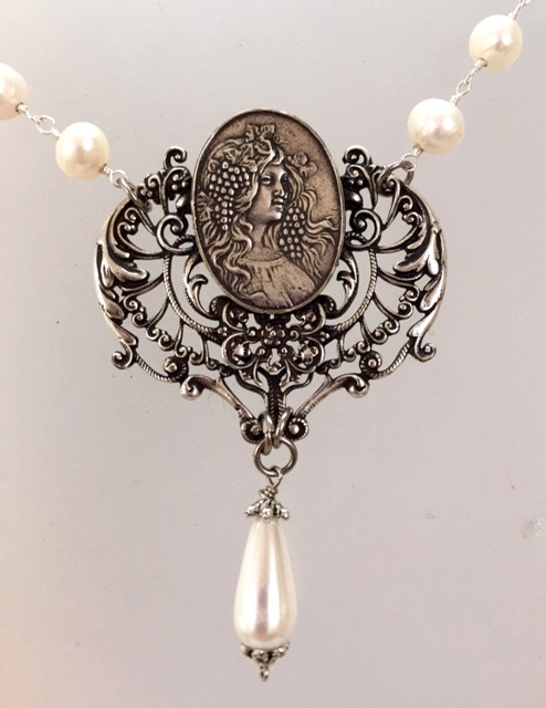 Large ART NOUVEAU Filigree Silver Woman GRAPES Medal Freshwater PEARLS NECKLACE-n-ansgrp