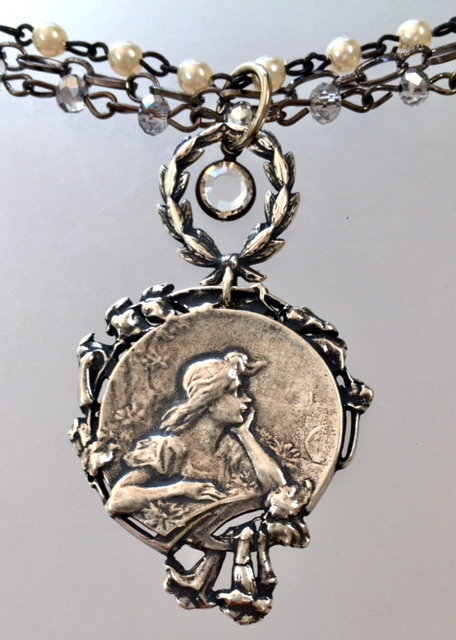 ART NOUVEAU Silver Women FLORAL Medal Triple Strand Necklace WREATH-n-anwnew