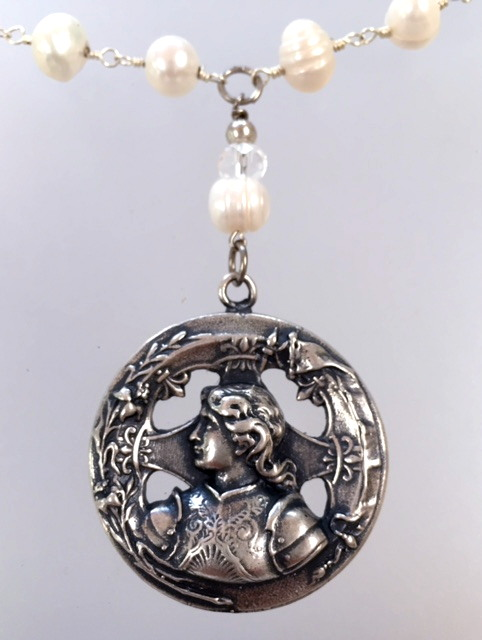Saint JOAN of ARC Charm Genuine White Freshwater PEARL NECKLACE-n-jatt