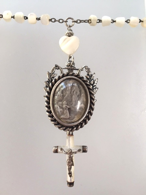FRENCH Religious Antique LOURDES St Bernadette VIRGIN MARY Medal MOTHER of PEARL Rosary Beads NECKLACE Pendant CROSS-n-moplouq