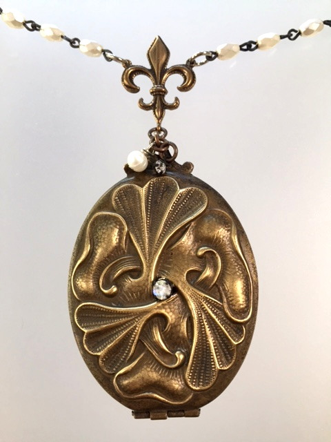 Large FRENCH Antique C1890 Art Nouveau Repousse Locket Charm Necklace-n-lrgbrzx
