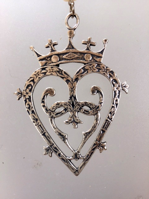Large LUCKENBOOTH Heart CROWN Charm Sterling Silver-plated Medal Freshwater PEARLS NECKLACE Crystal-n-luck