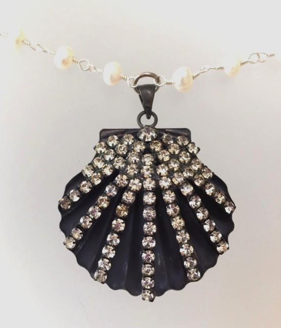 Genuine Freshwater Pearl Necklace with Rhinestone SEASHELL-n-rhshell