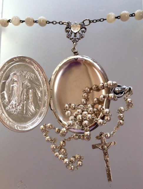 Religious ANTIQUE French LOURDES Virgin MARY Repousee ROSARY Box MOTHER of PEARL BEADS Pendant NECKLACE-n-rosbcxxx