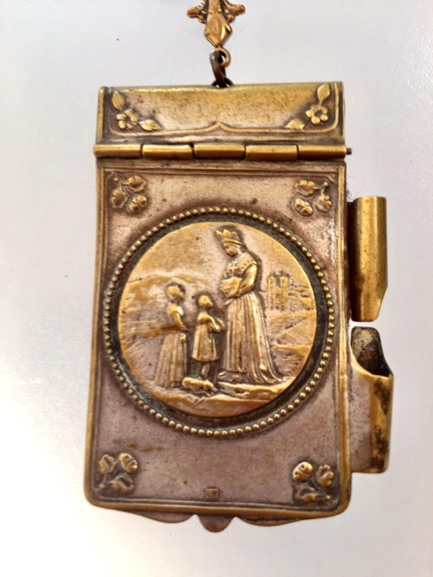 Religious FRENCH Antique Our Lady of SALETTE Art Nouveau Repousse Aide MEMOIRE Carnet de BAL Souvenir NOTEBOOK Pendant NECKLACE MOTHER of PEARL Rosary Beads Fleur De Lis-n-salcdb