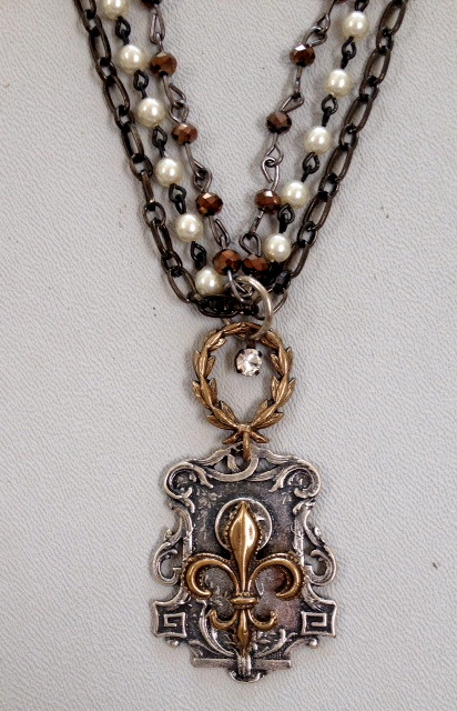 FRENCH Bronze FLEUR De LIS Medal on Laurel WREATH NECKLACE Pearls-n-sldfdl-bs