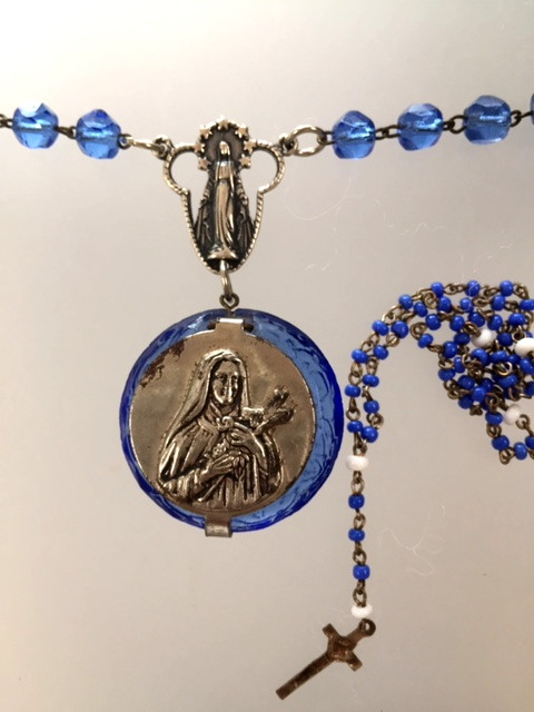 Antique Saint TERESA Mini Rosary Box Blue BEADS Cross Pendant NECKLACE-n-stbx
