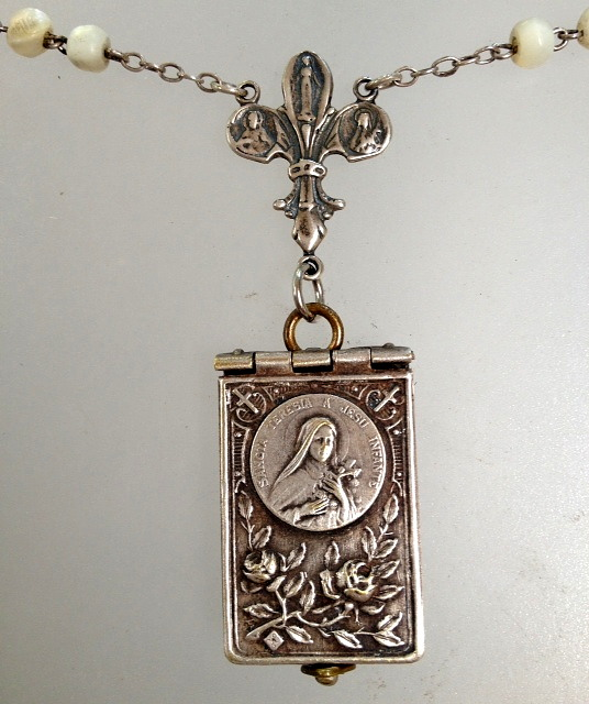 Antique FRENCH C1890 Saint THERESA Souvenir PHOTO Book LOCKET MOTHER of PEARL ROSARY Beads STERLING Medal CROSS-n-sttbk
