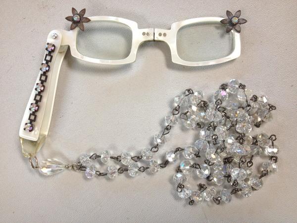 Vintage 1950s Pearl White LORGNETTE Folding Glasses Pendant NECKLACE  AB Crystal RHINESTONES-n-whtlrgab